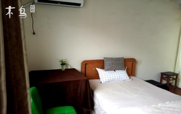毗邻湘湖风景区,屋旁有长河大床房