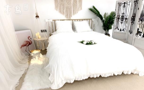 运河纯白法式轻奢婚纱主题大床房