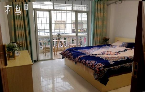 临近银滩超鲜生客舍带阳台精致大床房
