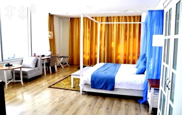 天一仁和财富中心温馨情侣大床房