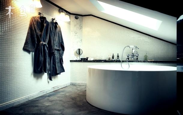 怀旧美式loft,圆形双人浴缸 投影 地暖,近世博