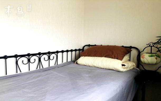 西四环边 靠近解放军301医院阳光超舒适大床房