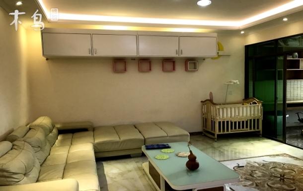 精装二房带书房一厅一厨一卫,离华侨城甘坑小镇景点300米之隔,度假,静心好去处。