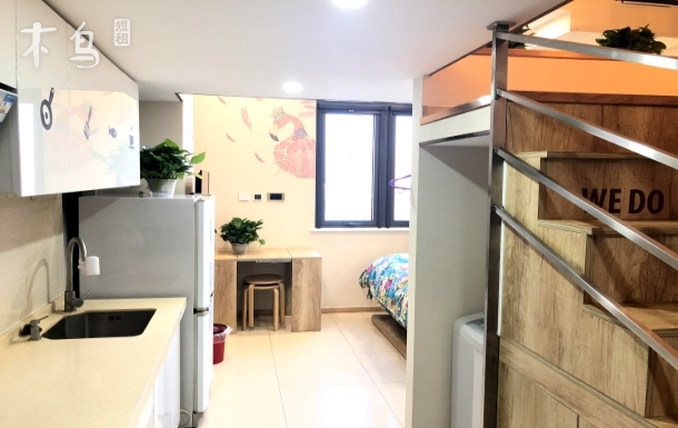 4号线地铁站温馨一居室环境优美
