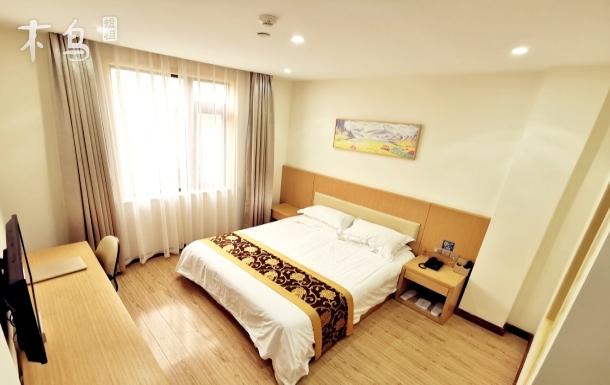 馨迪名居,豪华大床房,免费接送浦东机场及迪士尼,私家园林,精品装修。