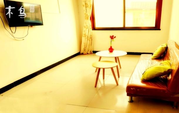 近海两室一厅房间