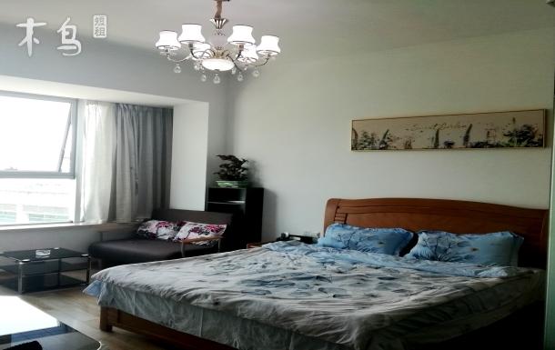 桐君山一线江景乳胶大床房带飘窗沙发床