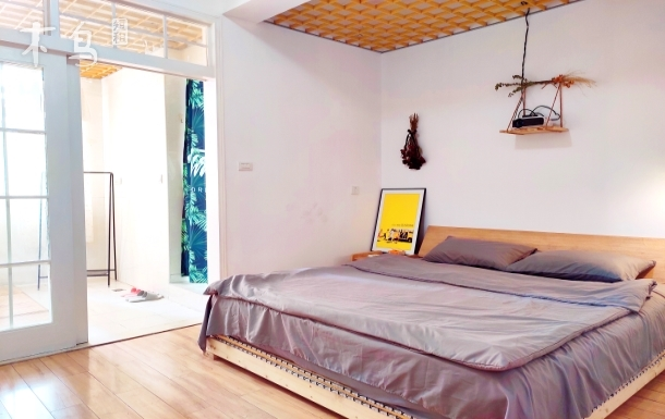 汉口江滩步行三分钟,100寸投影,名牌乳胶床垫,日式榻榻米