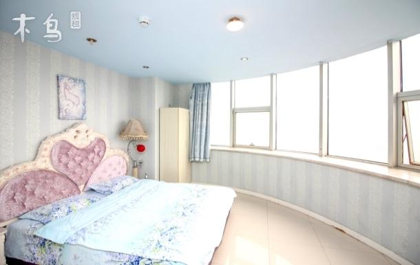 鼓楼大悦城旁清新淡蓝景观大床房