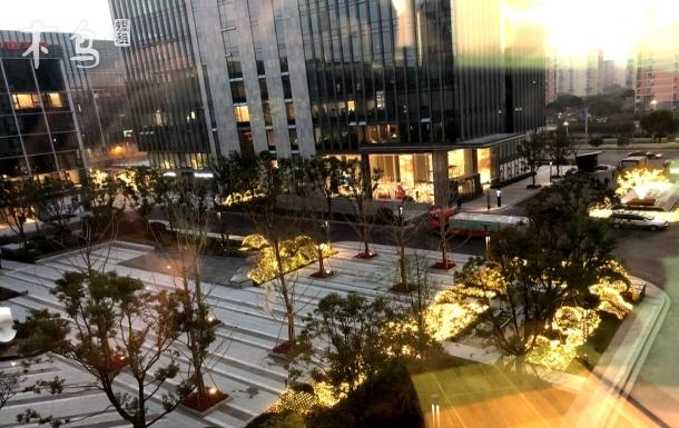 国家会展中心旁,近虹桥机场、上海虹桥火车站,私人公寓,地铁2号线、多条公交,交通方便极了~
