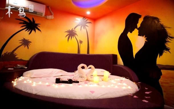 光谷广场地铁2号线附近情侣温馨浪漫居室
