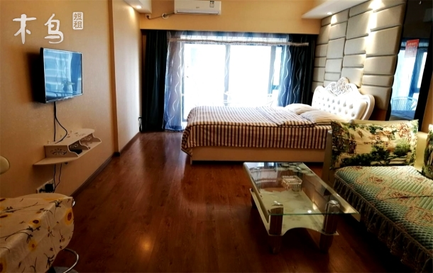 落地窗 小茶桌 迷你舒适小沙发 韩式一居