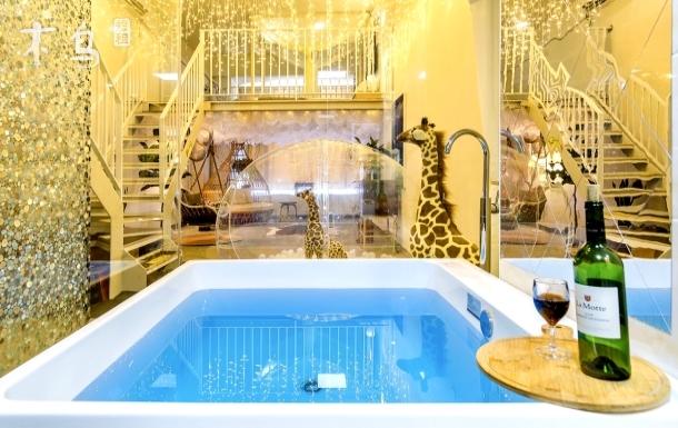 梦幻!浴缸,透明泡泡屋,云顶,秋千,满天星,投影游戏机…长阳半岛金街
