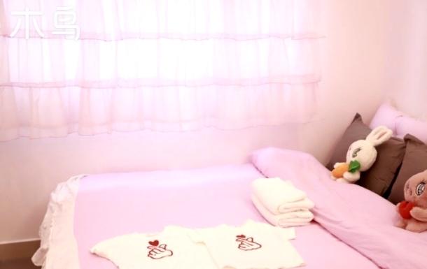 近地铁1号线 解放碑二月又一 粉色少女情愫民宿一居室