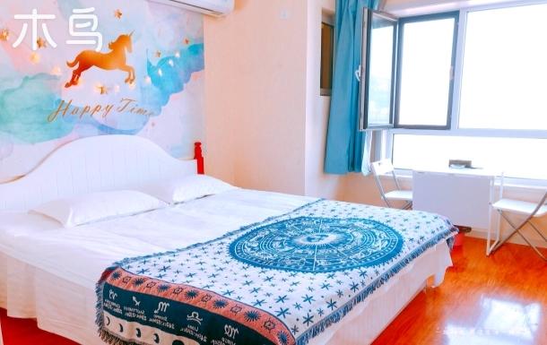 蓝色懒散主题风大床房开发区万达广场民宿公寓