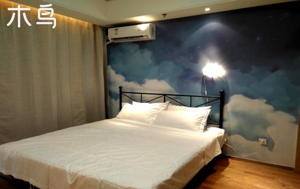 在云端大床房