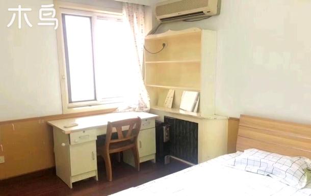 魏公村舞蹈学院附中温馨公寓次卧1210
