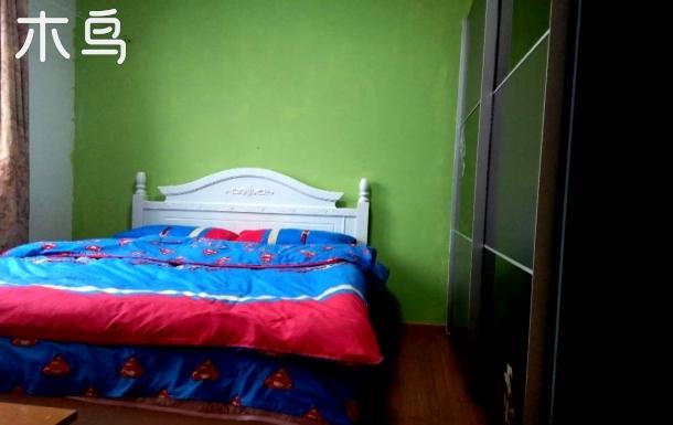 上海西站飘窗独特大床房