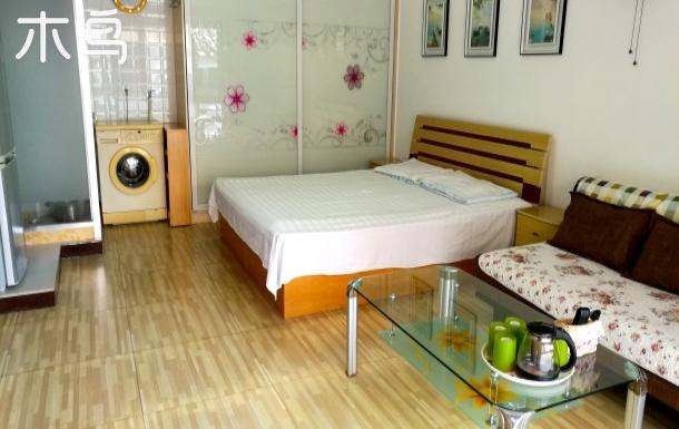 国际海水浴场离海三四十米,能睡四人可做饭,干净整洁的温馨小屋