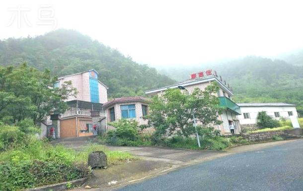 浙西临安龙井峡入口处三层别墅农庄