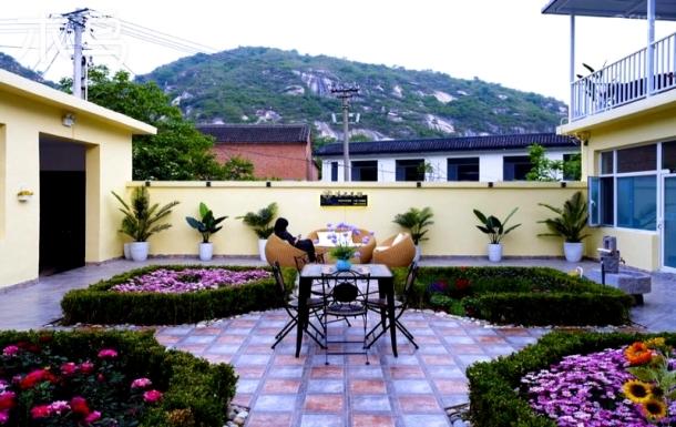 神堂峪景区附近,四间卧室住13~15人,喝山泉水享大自然风景!