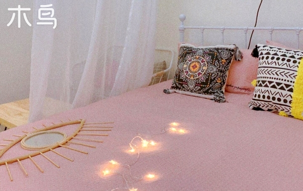电影主题:「波西米亚白色电影院情侣套房」大床房 毗邻长隆万达广场